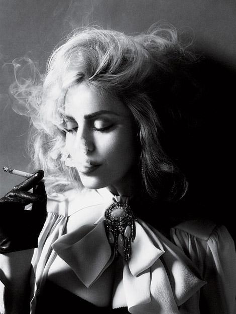 Celebrities in Gloves: Madonna. Interview Magazine, 05/2010.