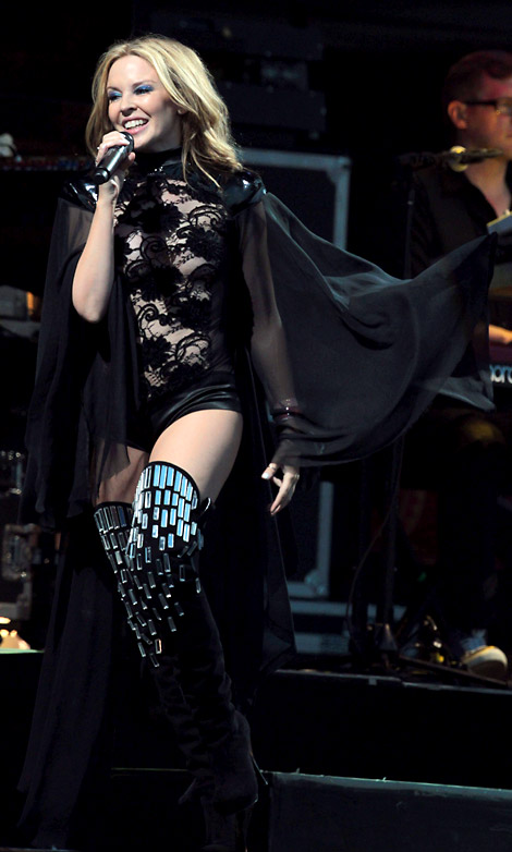 Celebs in Boots: Kylie Minogue in Thigh High Boots. Glastonbury, 06/26/2010.