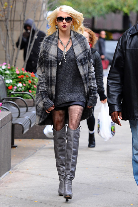 Celebrities in Boots: Taylor Momsen in Tania Spinelli Over The Knee Boots. NYC, 10.18.2010.