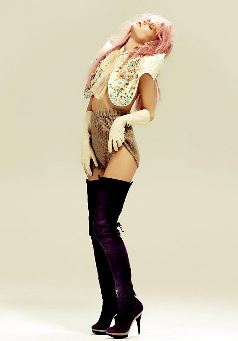 Boot Fashion: Natalia K. in Larare Purple Thigh High Boots. Zink Canada, 12.2010.