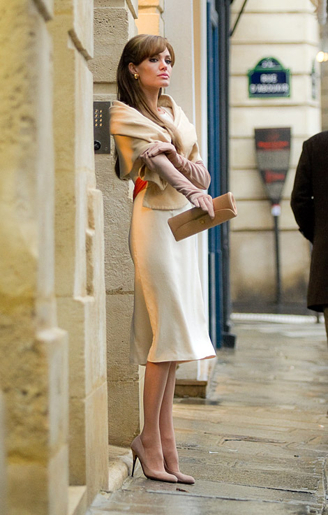 Celebrities in Gloves: Angelina Jolie. The Tourist UHQ Promotional Images.