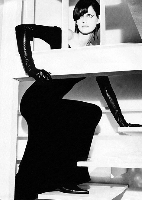 Glove Fashion: Stella Tennant in Leather Opera Gloves. Source Unknown.