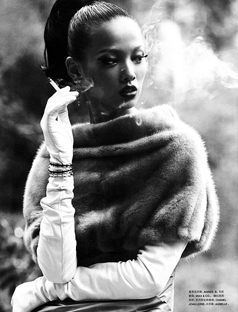 Glove Fashion: Grace Gao in Agnelle Leather Opera Gloves. Numéro China, 10.2010.