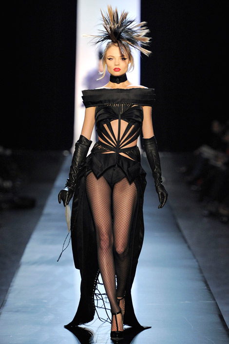 Glove Fashion: Jean Paul Gaultier Haute Couture S/S 2011 Runway. Paris, 01.26.2011.