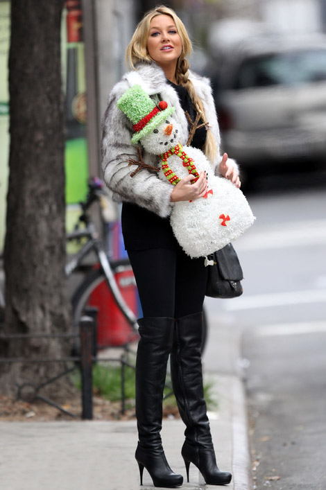 Celebrities in Boots: Stephanie Pratt in Thigh High Boots. Soho, NYC. 12.06.2010.