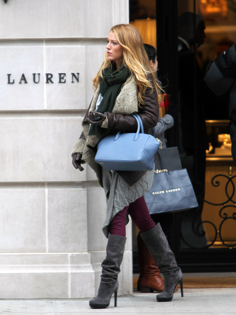 Celebrities in Boots: Blake Lively in Michael Kors Knee Boots. NYC, 12.13.2010.