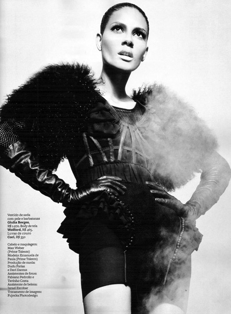 Glove Fashion: Emanuela De Paula in Cori Leather Gloves. Marie Claire Brasil, 04.2010.