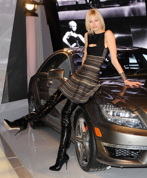 Celebrities in Boots: Karolina Kurkova in Brian Atwood Patent Leather Thigh High Boots (Gallery). NYC Fashion Week, 02.15.2011.