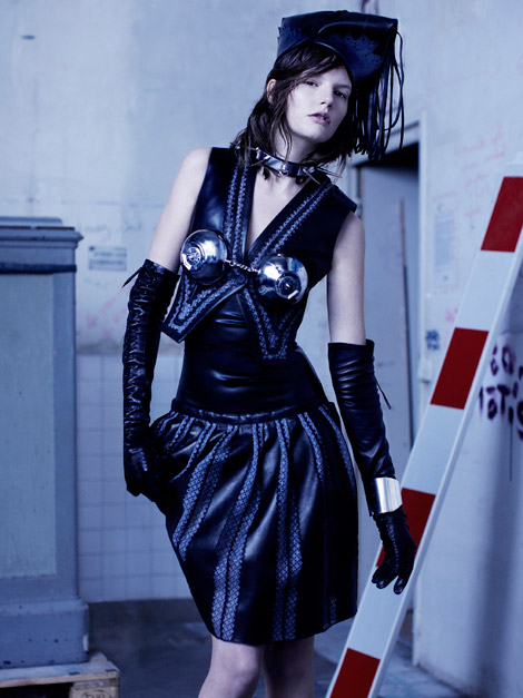 Glove Fashion: Sara Blomqvist In Leather Opera Gloves. Dansk Spring 2011.