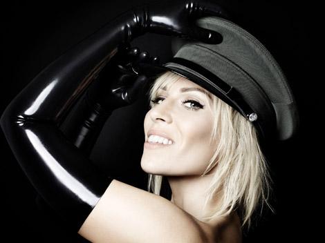 Celebrities in Gloves: Natasha Bedingfield in Latex Opera Gloves. Strip Me Away Promo, 2011.