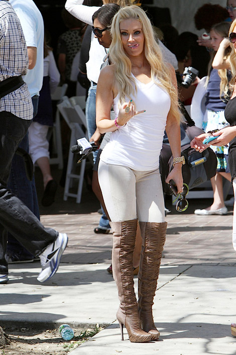 Celebrities in Boots: Jenna Jameson in Cesare Paciotti Over The Knee Boots. Los Angeles, 04.18.2011.