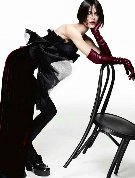 Glove Fashion: Aymeline Valade in Lanvin Leather Opera Gloves. Vogue Italia, 07.2012.