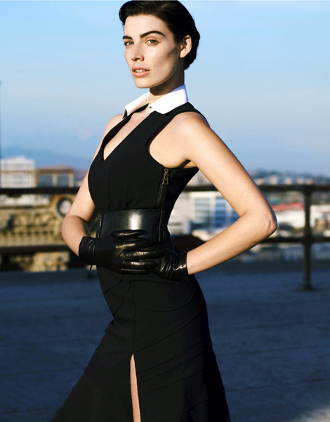 Celebrities in Gloves: Jessica Paré in Sermoneta Leather Gloves. Elle US, 07.2012.