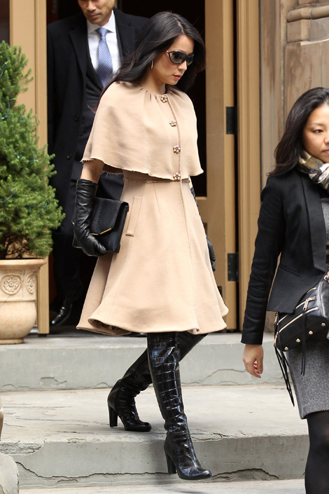Celebrities in Boots/Gloves: Lucy Liu in Stuart Weitzman Over The Knee Boots and Dolce & Gabbana Leather Gloves. New York City, 12.13.2012. ADDS.