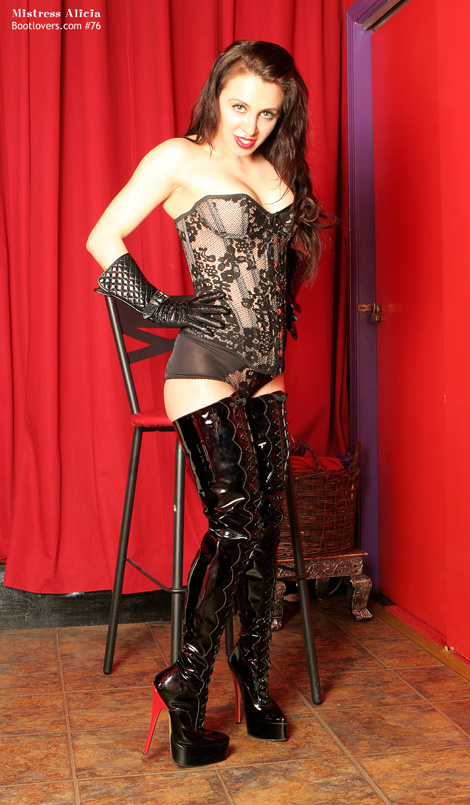 Bootlovers.com #76: NYC's Mistress Alicia.