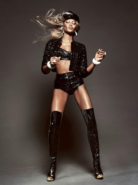 Boot Fashion: Naomi Campbell in Jeremy Scott Thigh High Boots. Vogue Brasil, 05.2013.