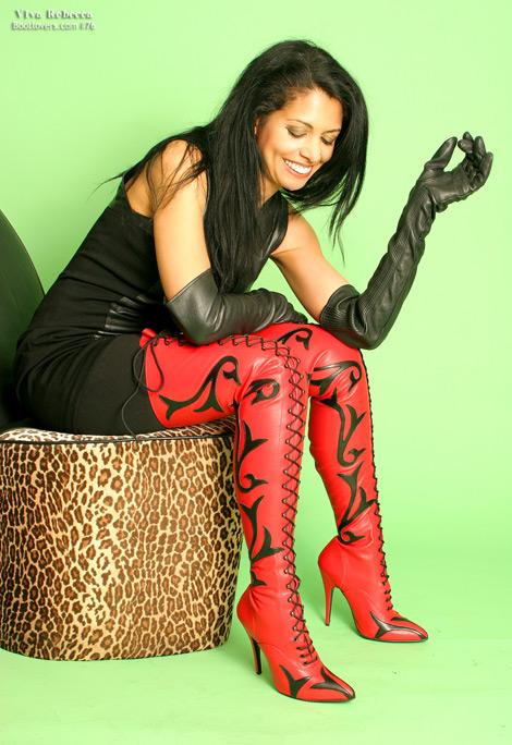 Bootlovers.com #76 Preview: Viva Rebecca