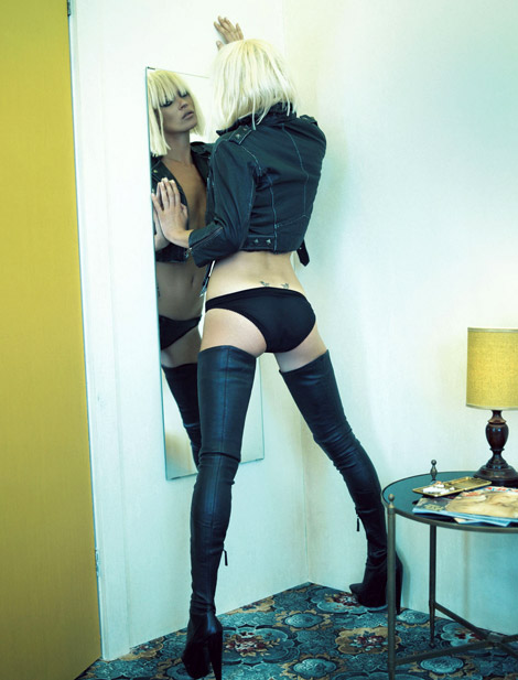 Boot Fashion: Kate Moss in Alexander McQueen Thigh High Boots. i-D Magazine, 11.2007.